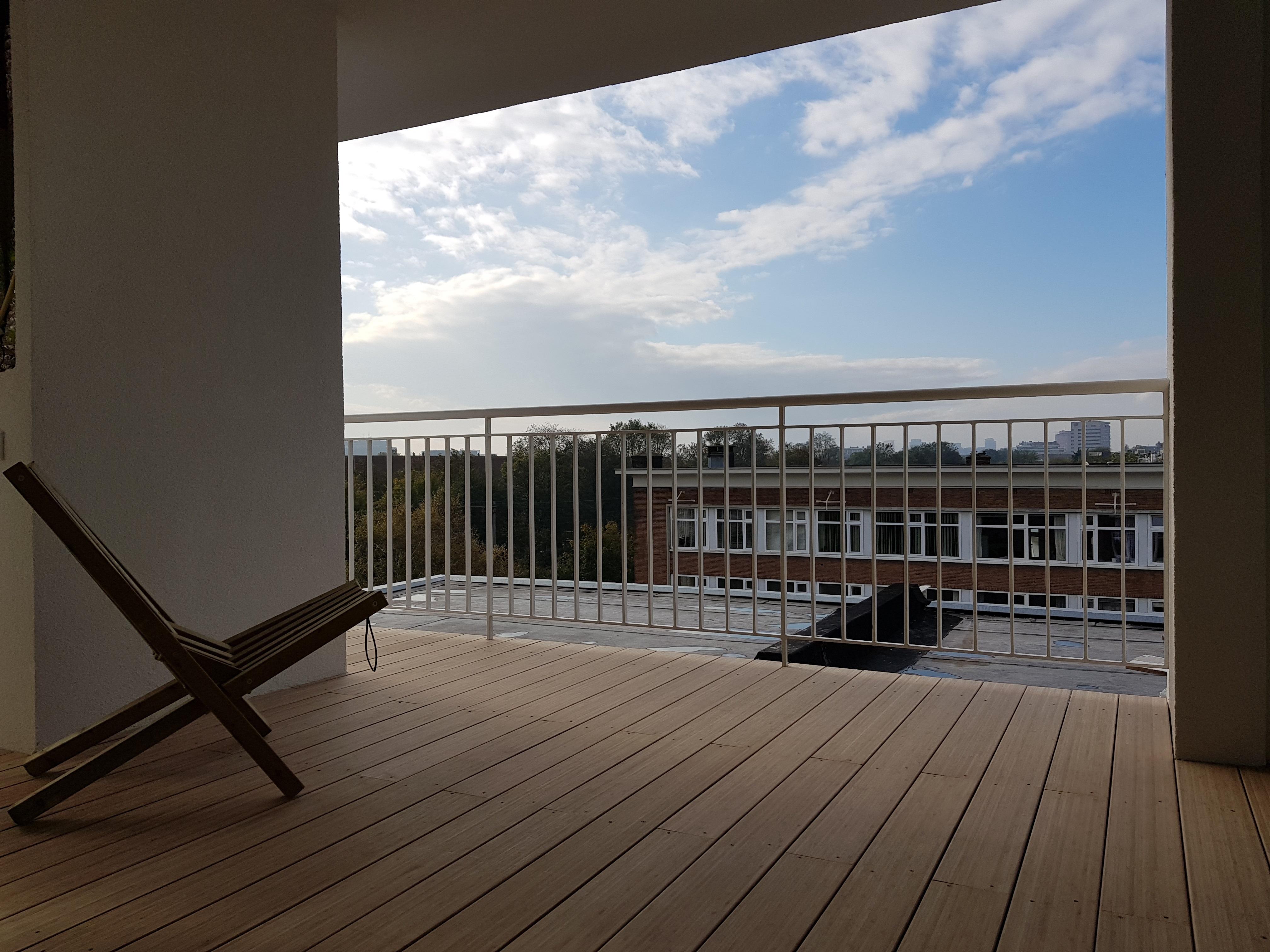 Linnaeusstraat verbouwing UFA Bouw – terras stoel achter met view