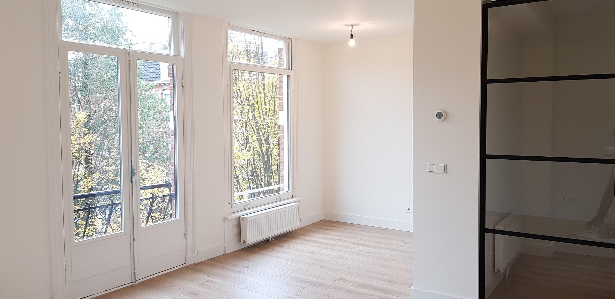 UFA Bouw_Verbouwing_Bosboom Toussaintstraat 31_stalen deur en ramen huiskamer