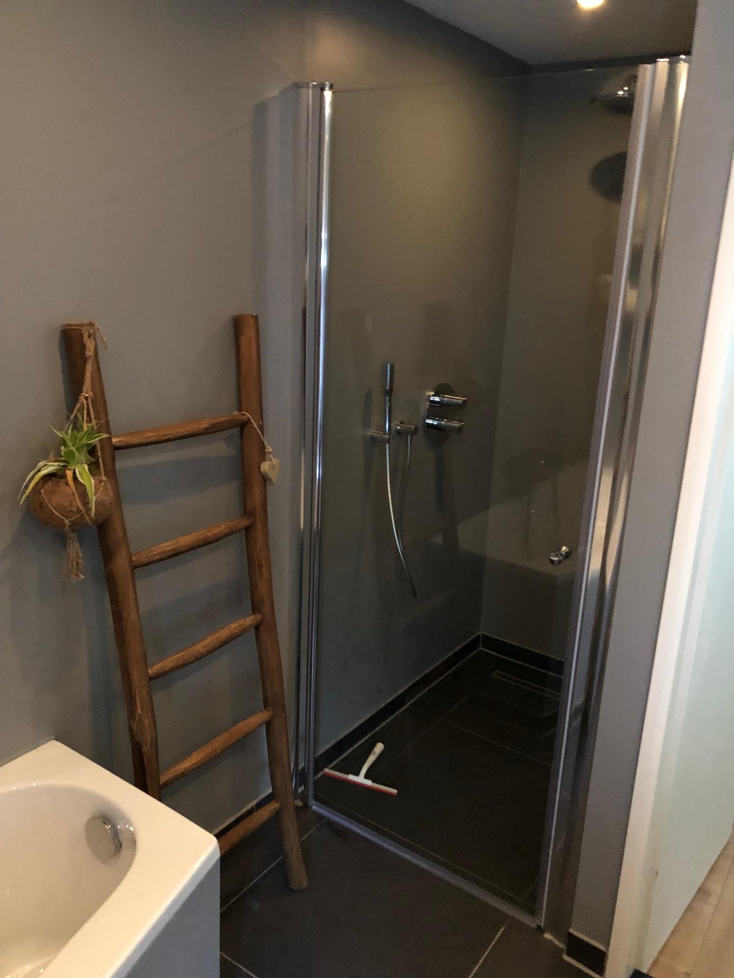 Renovatie badkamer aparte douche