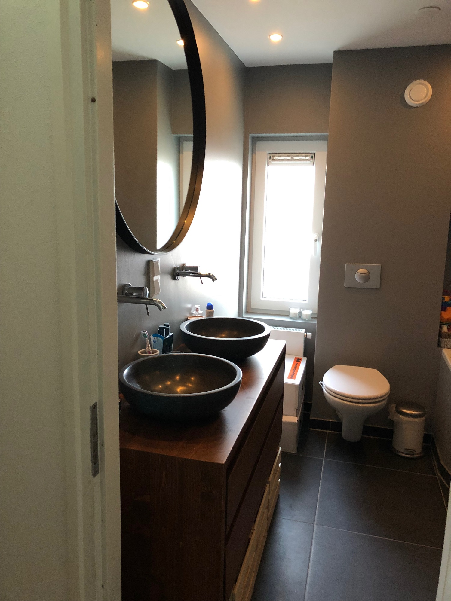 Renovatie badkamer dubbele wastafels