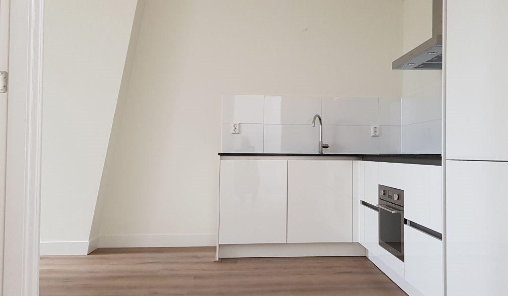 UFA Bouw_Renovatie_Nassaulaan 37_zolder appartement keuken_1023x597