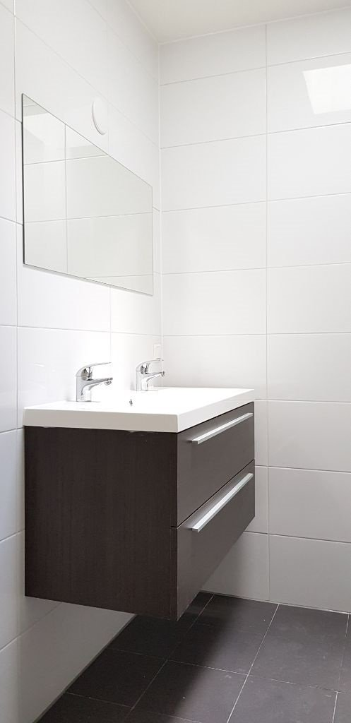 UFA Bouw_Renovatie_Nassaulaan 37_zolder badkamer meubel 497×1024